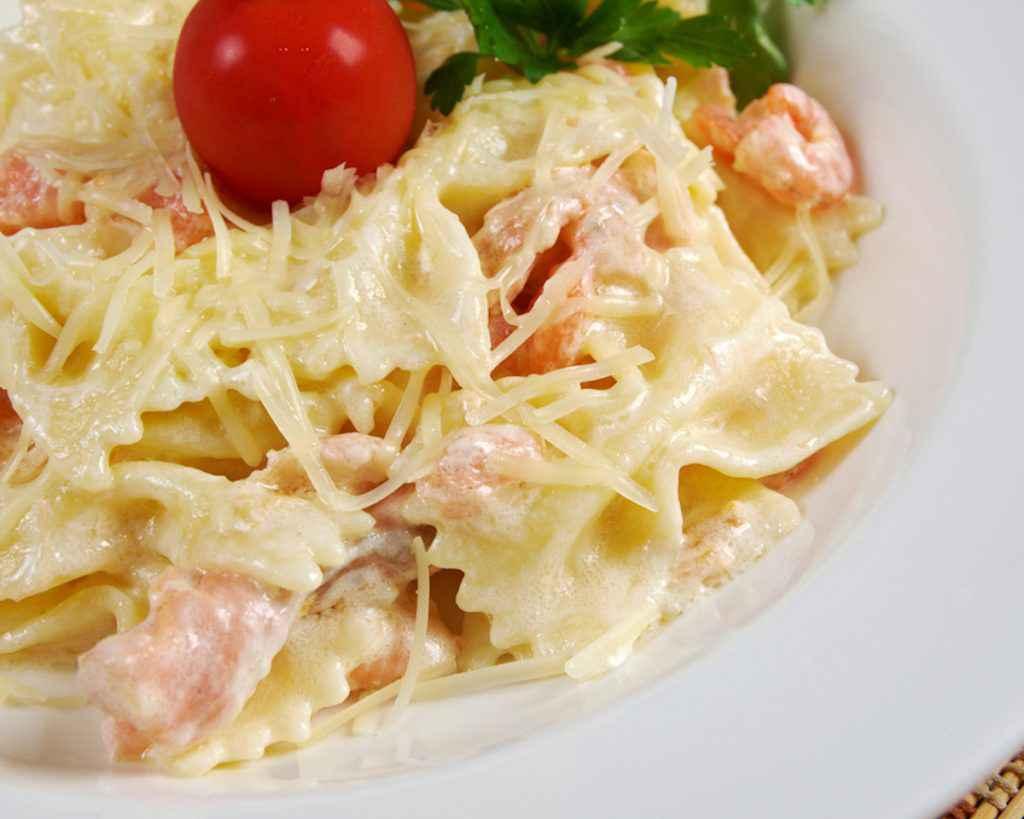 Pasta salmone e zucchine con panna