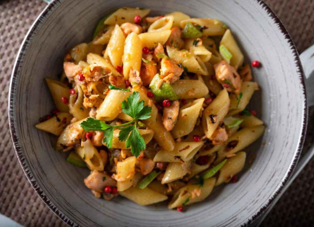 Pasta salmone fresco e zucchine