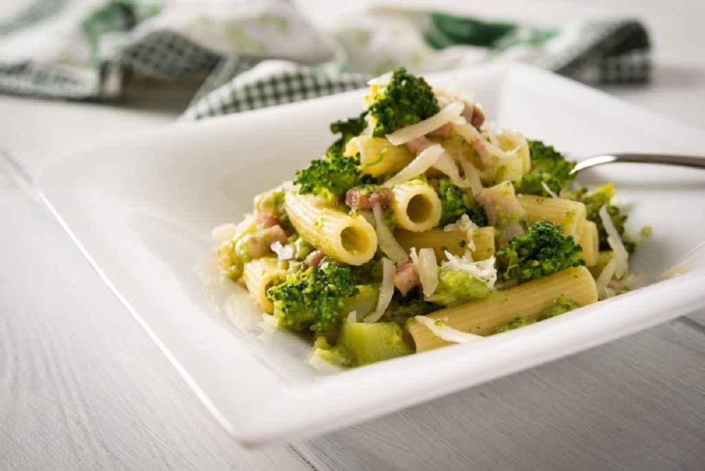 pasta broccoli e pancetta guanciale