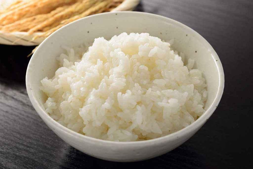 Riso piccolo da usare per le frittelle di riso
