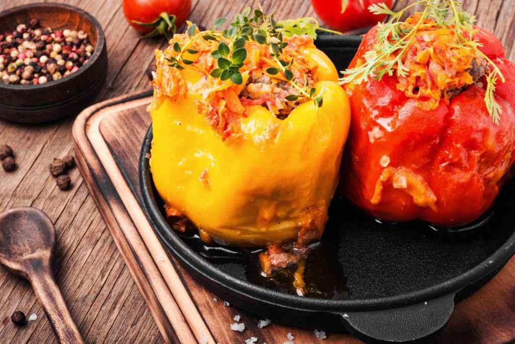 Peperoni ripieni cotti al forno con carne