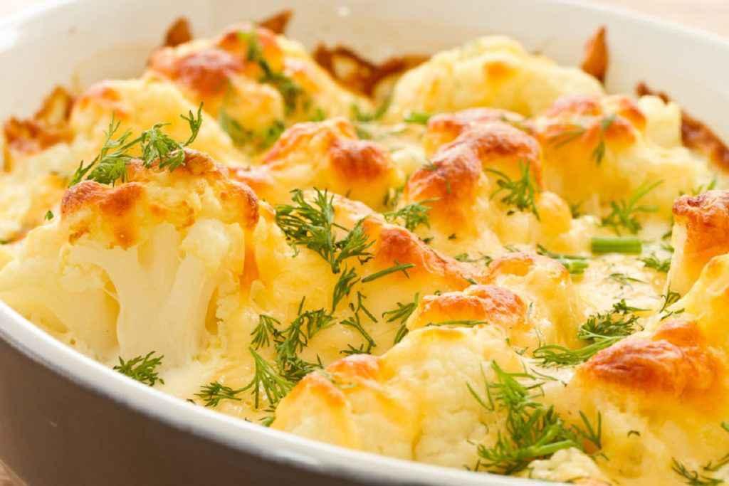cavolfiore gratinato al forno con pangrattato e formaggio