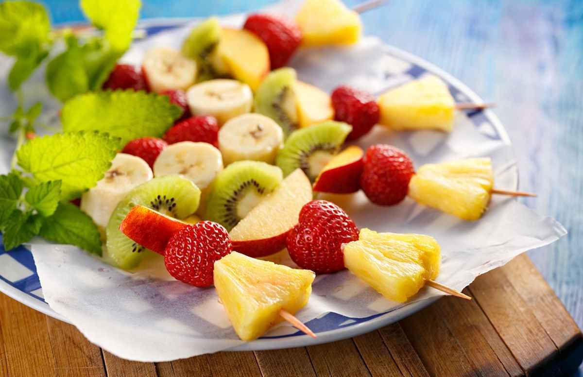 Spiedini ananas, fragole e mele