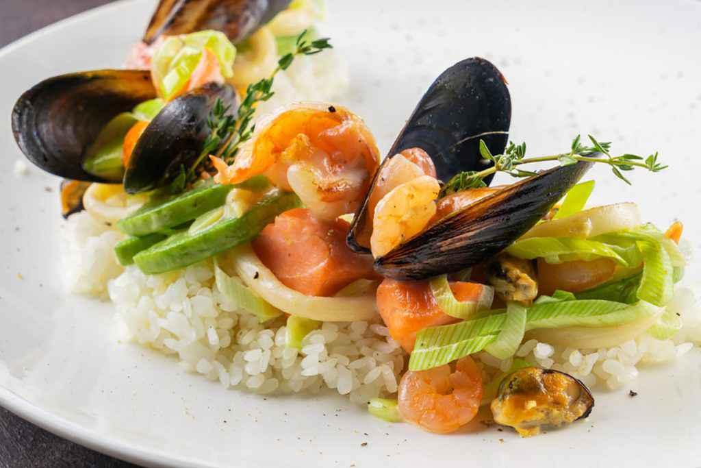 Insalata di riso con pesce