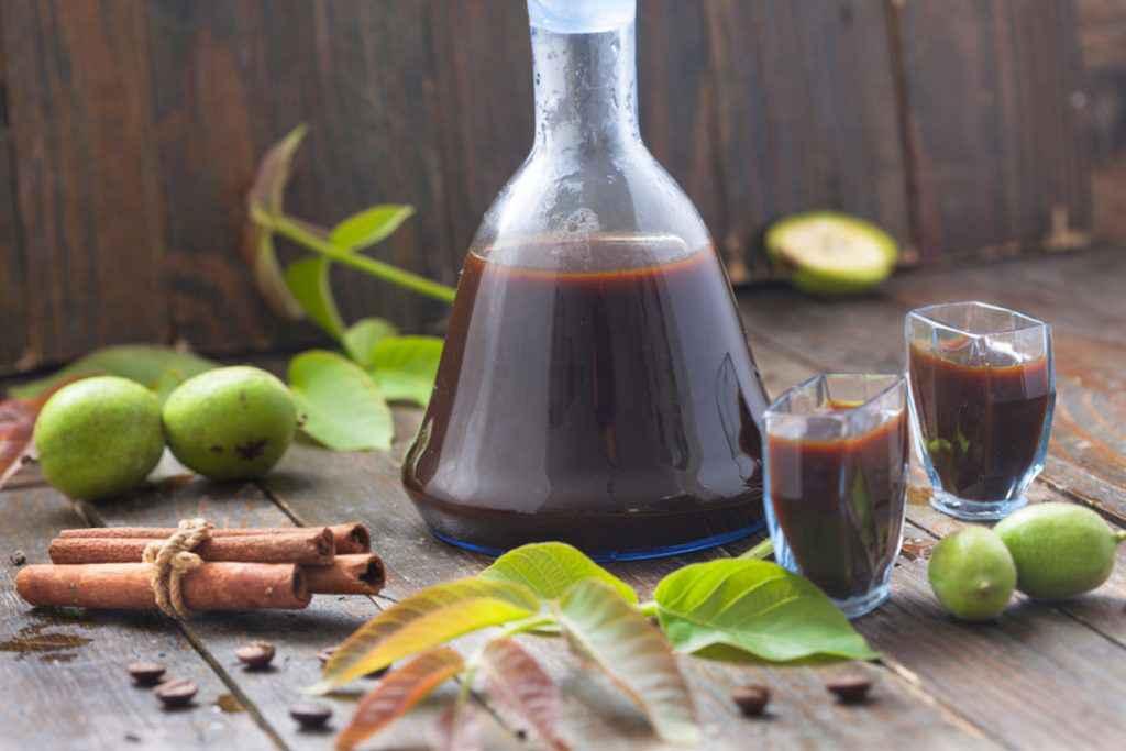 Ricetta del nocino: la ricetta classica del liquore di noci