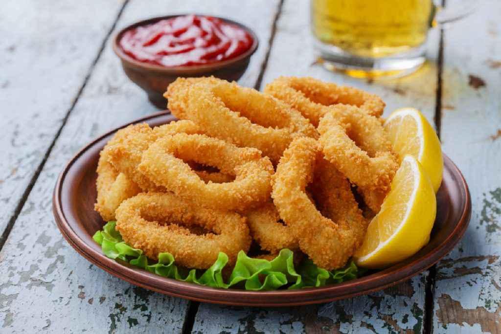 calamari fritti con panatura di farina semola e pangrattato