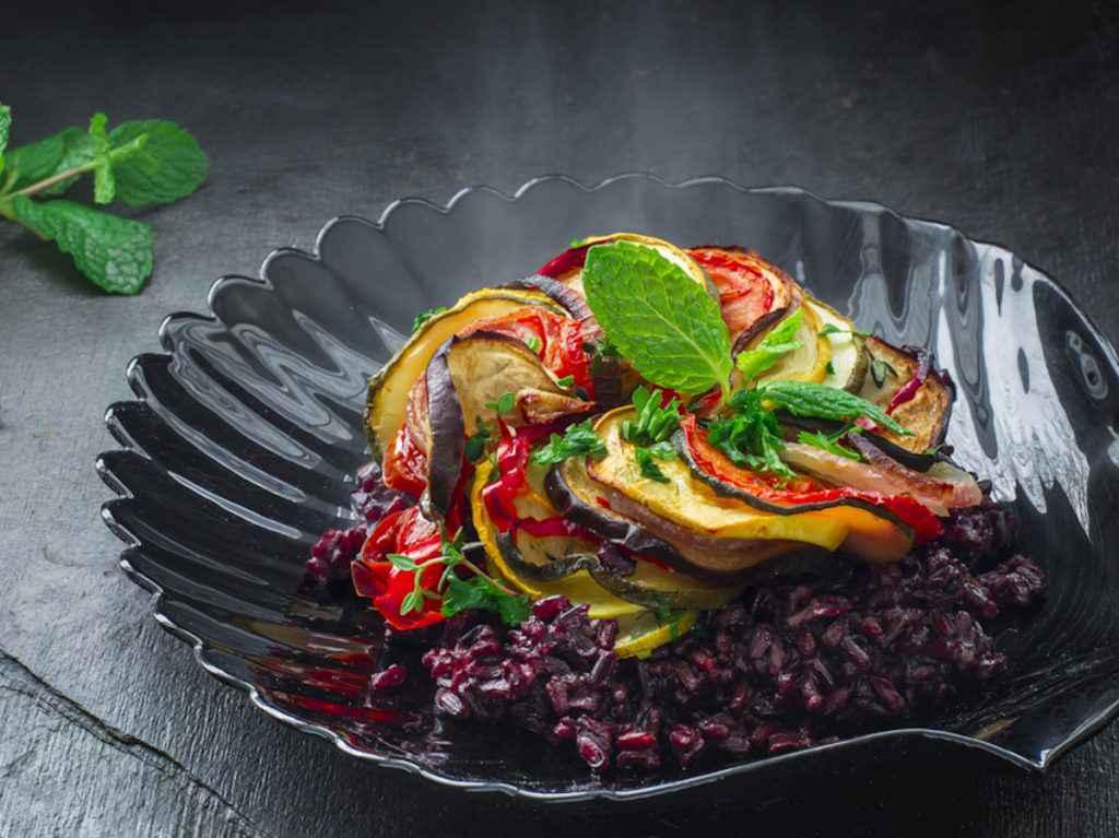 Insalata di riso venere vegetariana