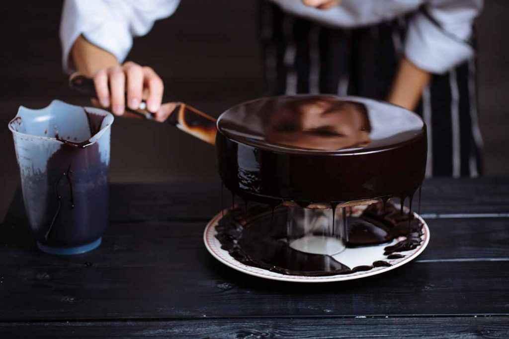 Come decorare una torta al cioccolato