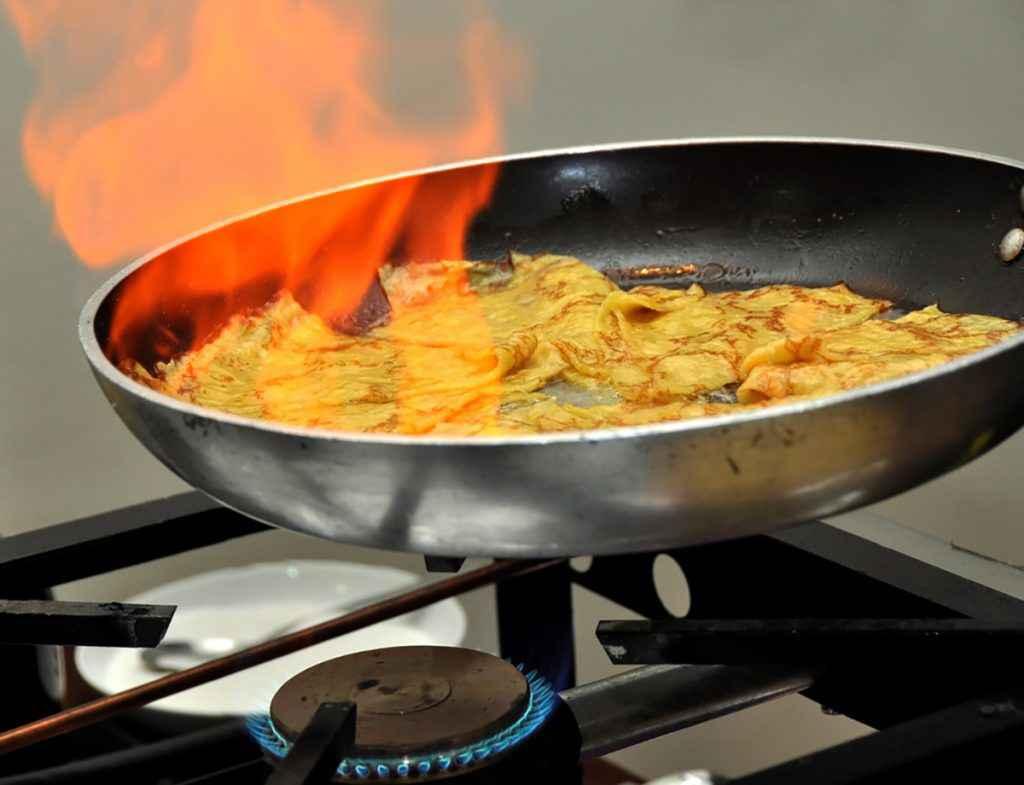 Crepes suzette flambè