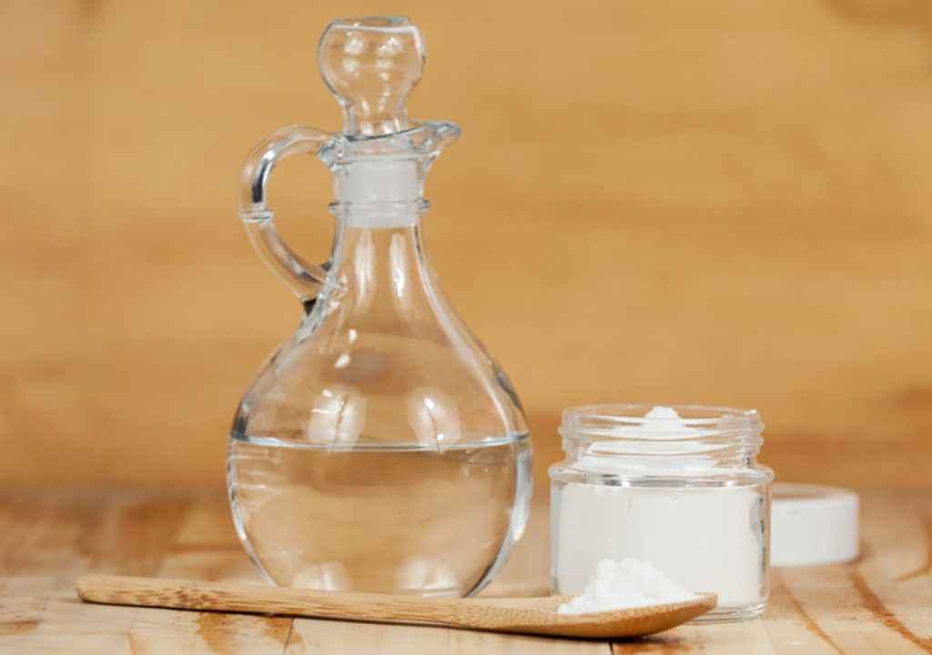 Come pulire il forno con bicarbonato e aceto