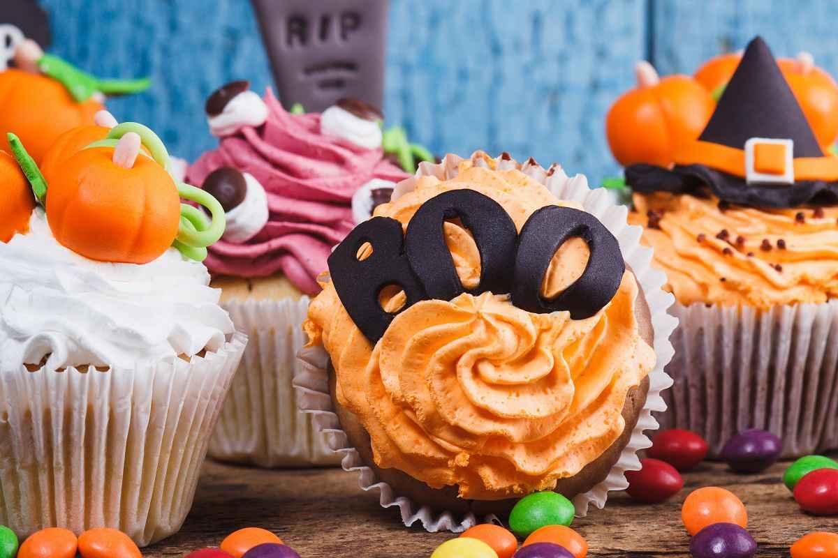 Cupcake halloween con frosting arancione