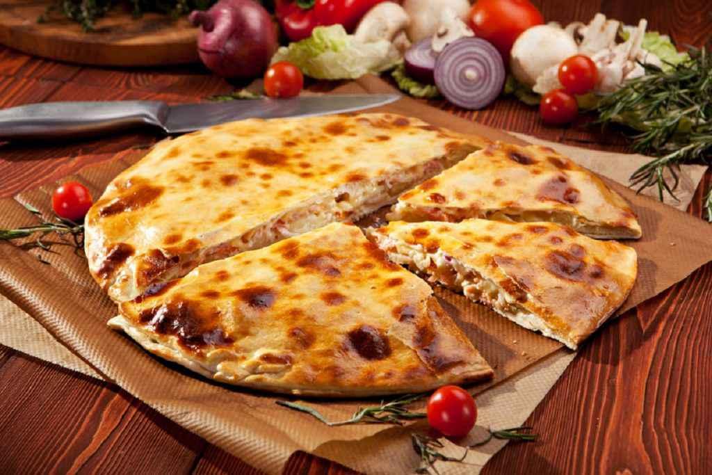 pizza calzone con salmone affumicato