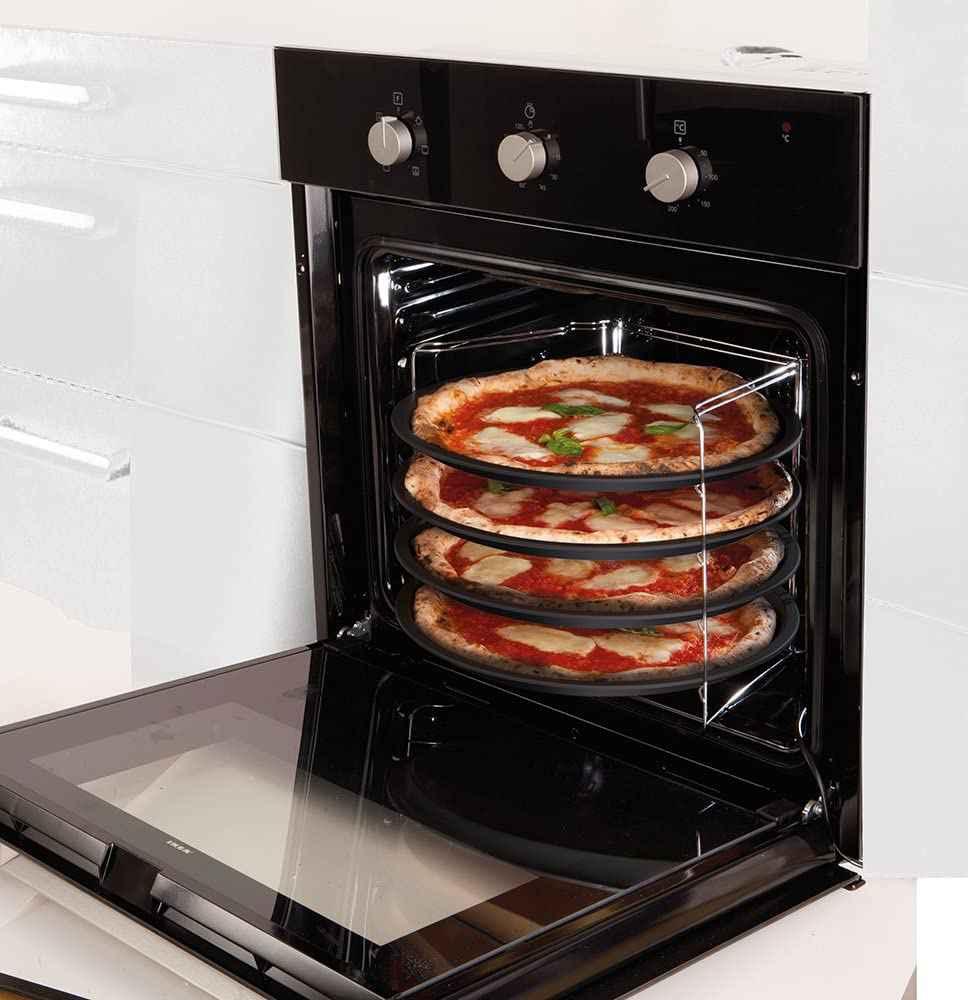 Pizza in teglia nel forno