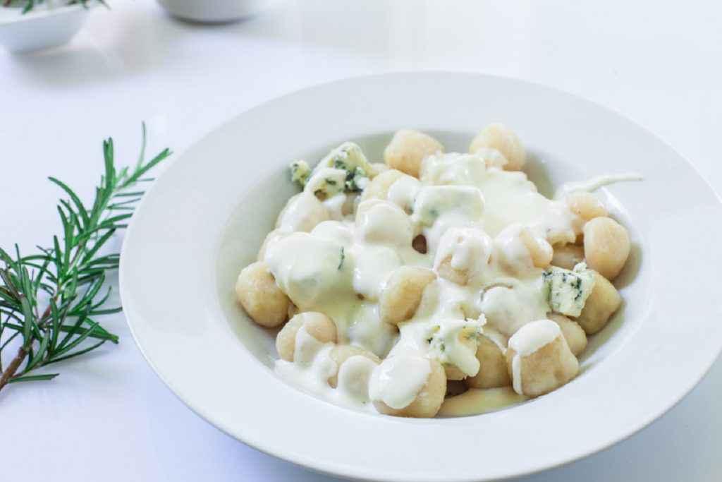 gnocchi ai formaggi con gorgonzola