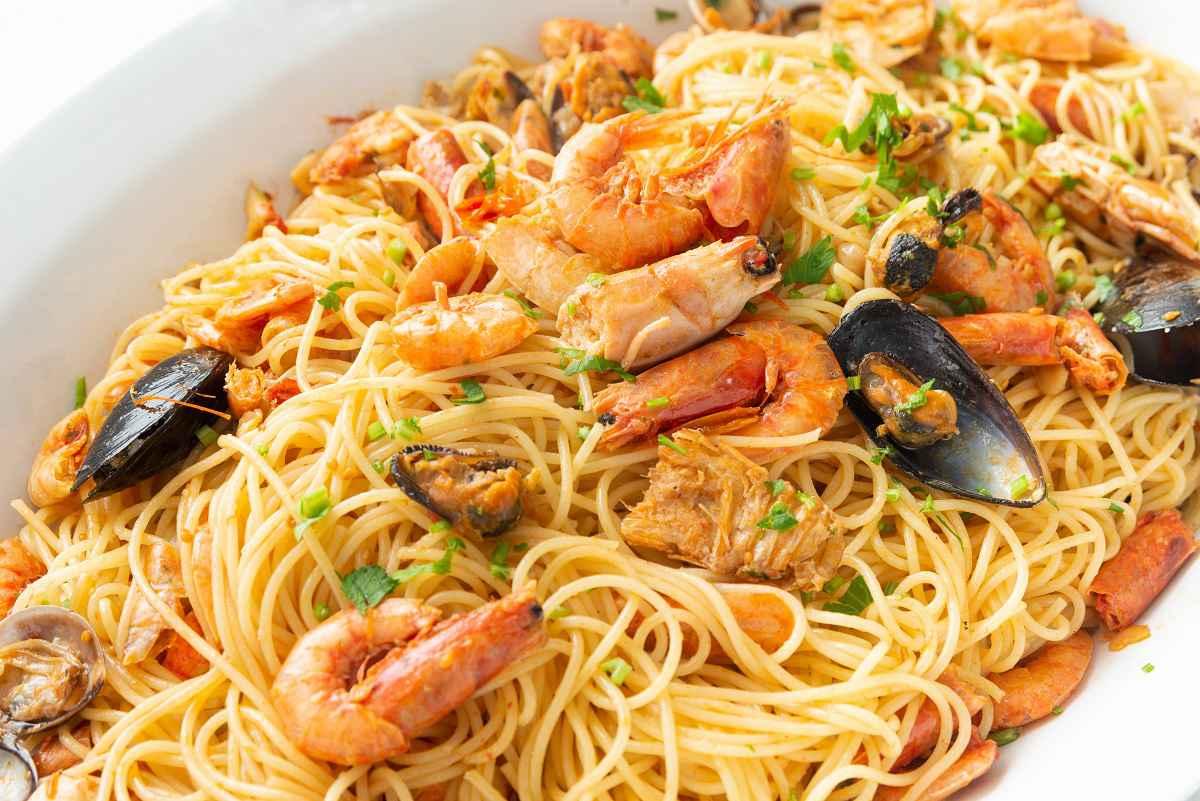 primi piatti pesce spaghetti ai frutti di mare