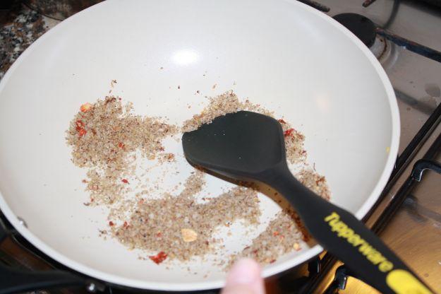 23 preparazione gamberi sale e pepe