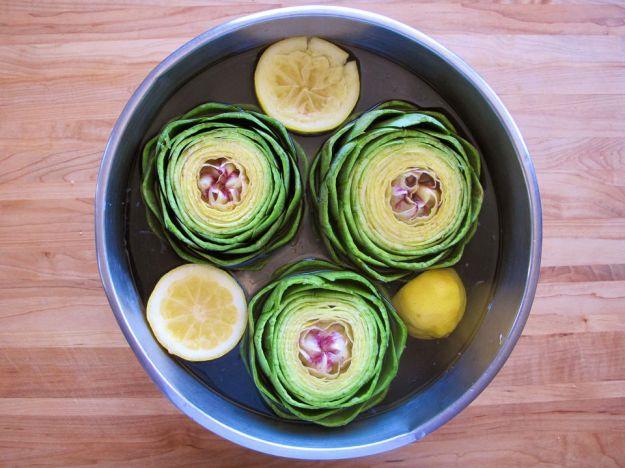 Carciofi con acqua e limone