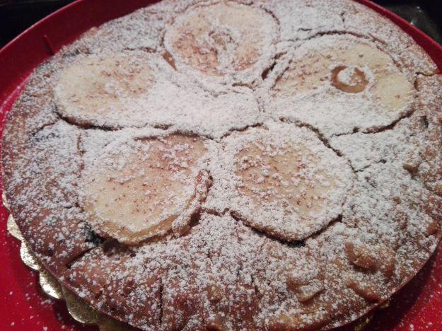 Torta vegana con pere e cioccolato