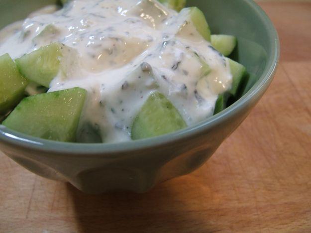 Insalata di cetrioli allo yogurt (laban b'khiar)