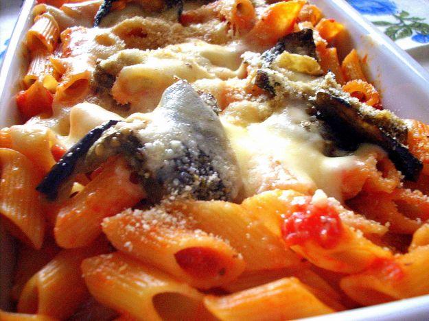 Pasta al forno con radicchio e mozzarella