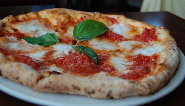 Pizza Margherita intera