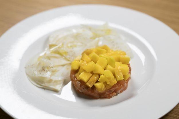 Tartare di salmone mango e finocchi