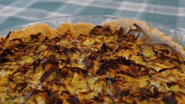 Torta salata con radicchio e roquefort