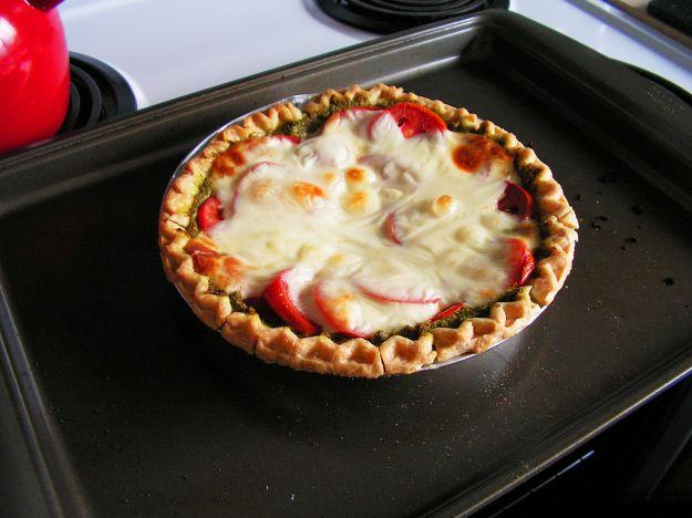 Torta salata formaggio e pesto