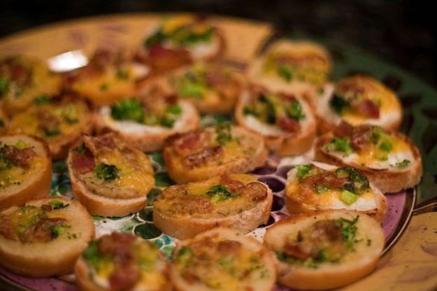 antipasti e aperitivi per natale bruschette al tonno e broccoli