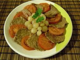 Bistecche con cipolline in agrodolce
