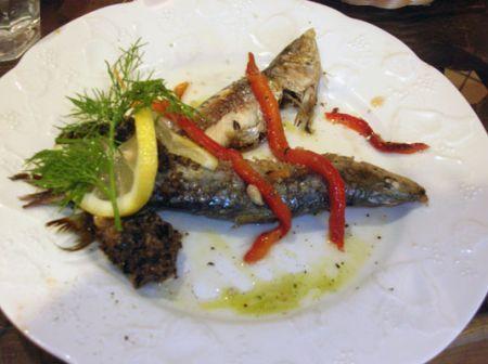 Sardine grigliate con tapenade e peperoni confit