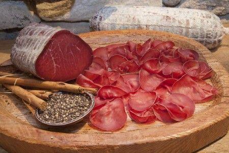 Bresaola con olive e pepe