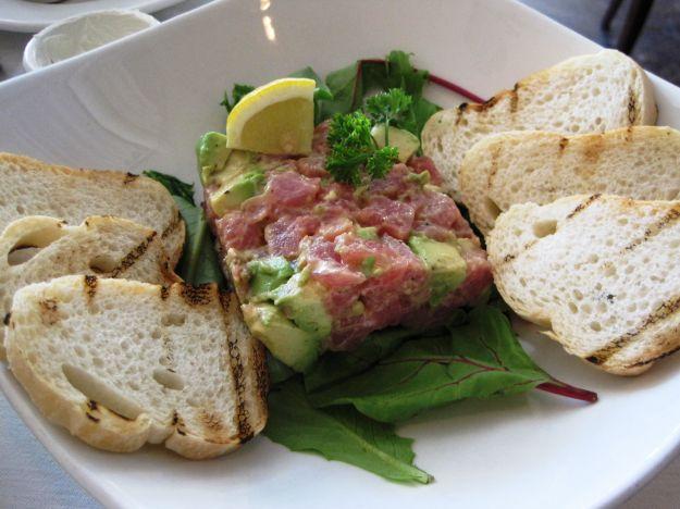 bruschette tonno marinato avocado