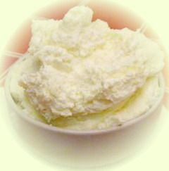 Crema di cioccolato bianco aromatizzata al Cointreau