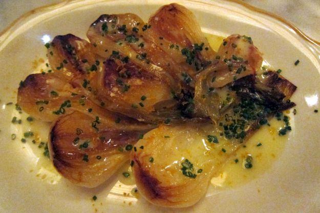 cipolle al forno con formaggio e acciughe