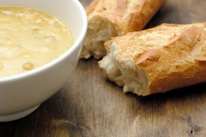 Crema di pollo e patate con grissini