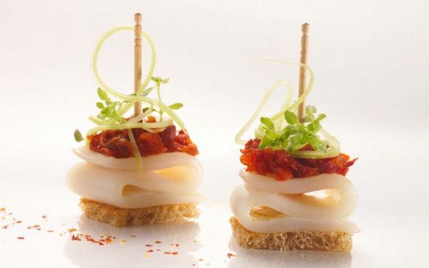 crostini di calamari e pomodorini