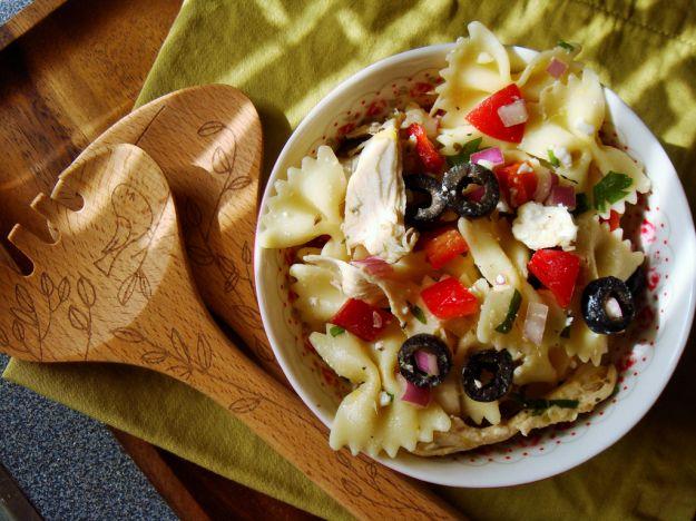 farfalle con olive nere e zucchine