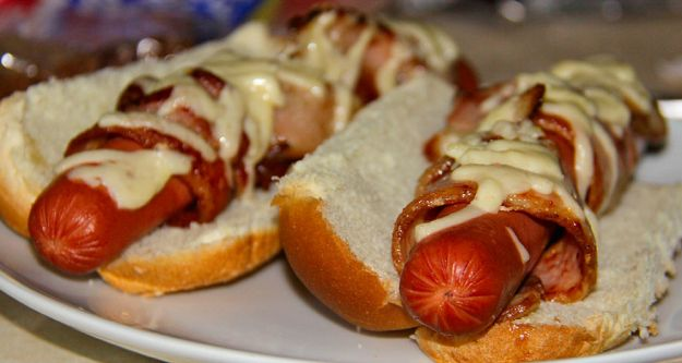 hot dog con bacon