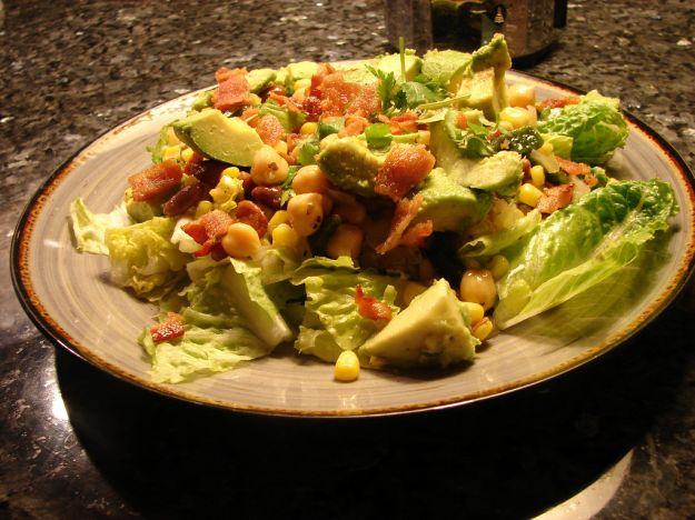 insalata brasiliana con mais e olive