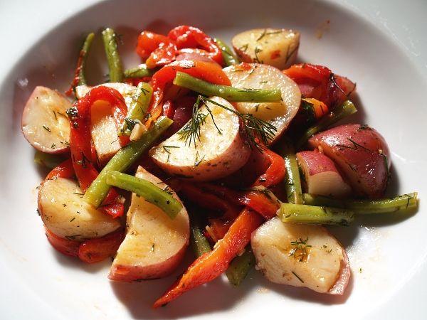 Insalata con patate, fagiolini e peperoni