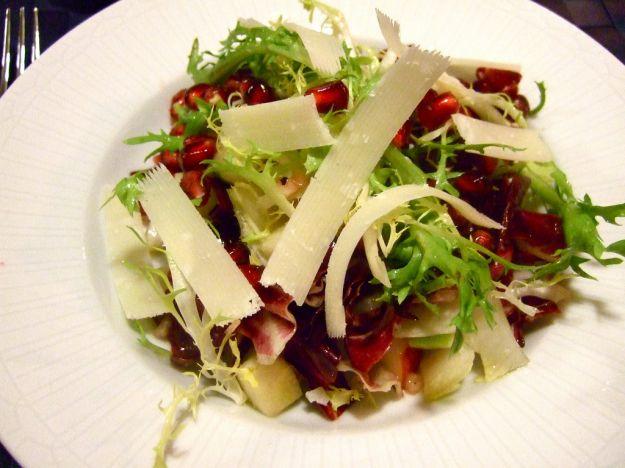 insalata con pere radicchio e noci tostate