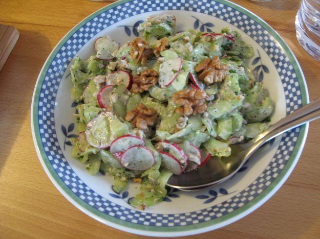 insalata di cetrioli con le noci