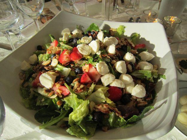 insalata di fragole, mozzarella e indivia