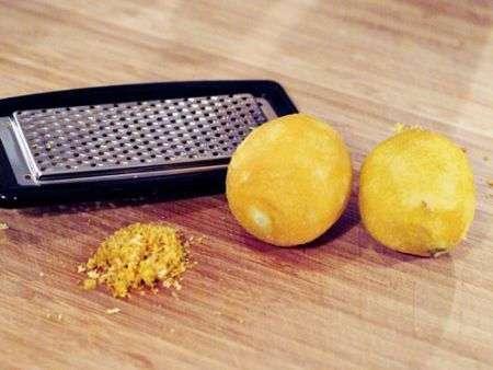 buccia di limone per le frittelle di ricotta