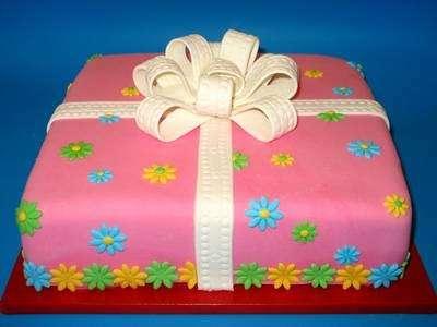 torta compleanno regalo