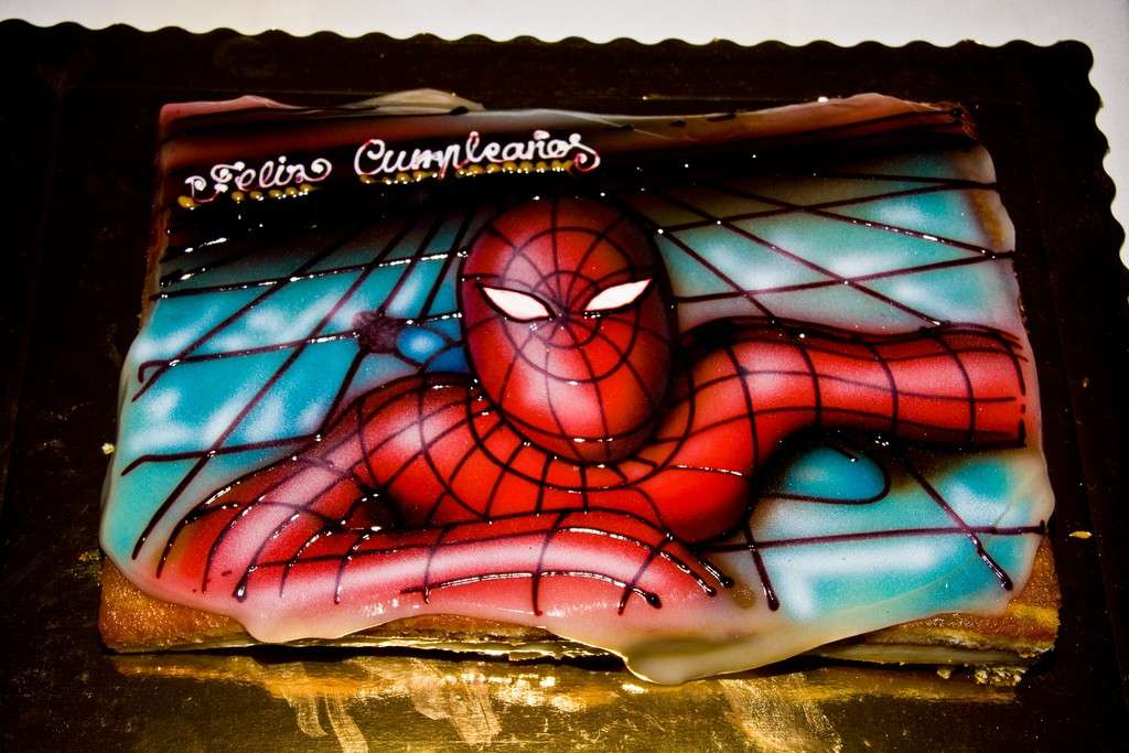 Torta spiderman con pasta di zucchero