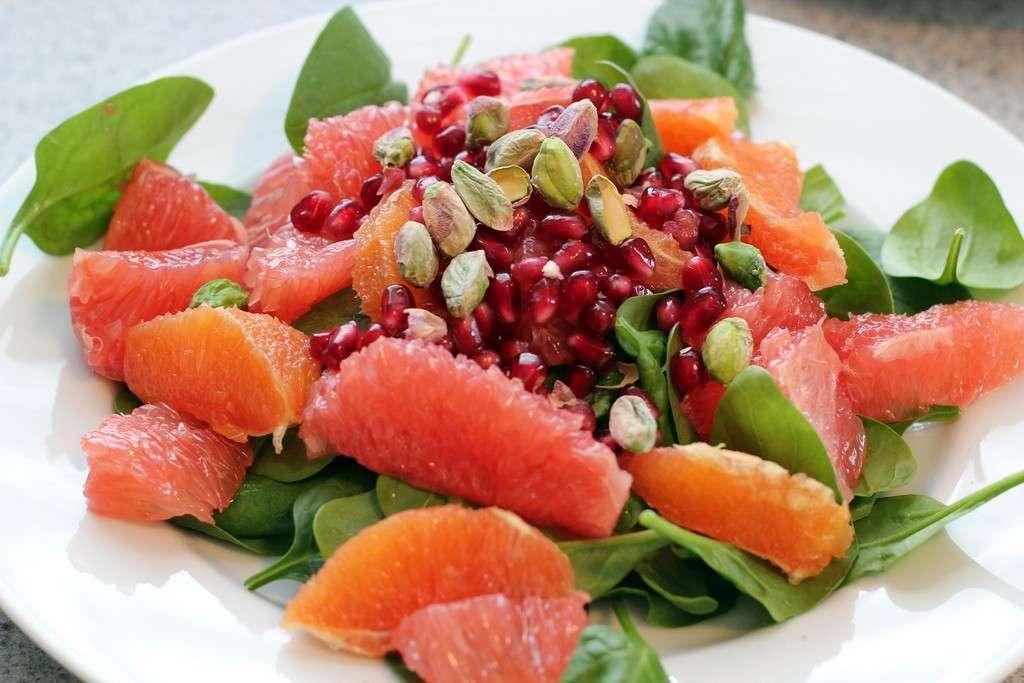Insalata di frutta e verdura per la dieta