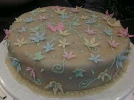Torta fiori pasta di mandorle