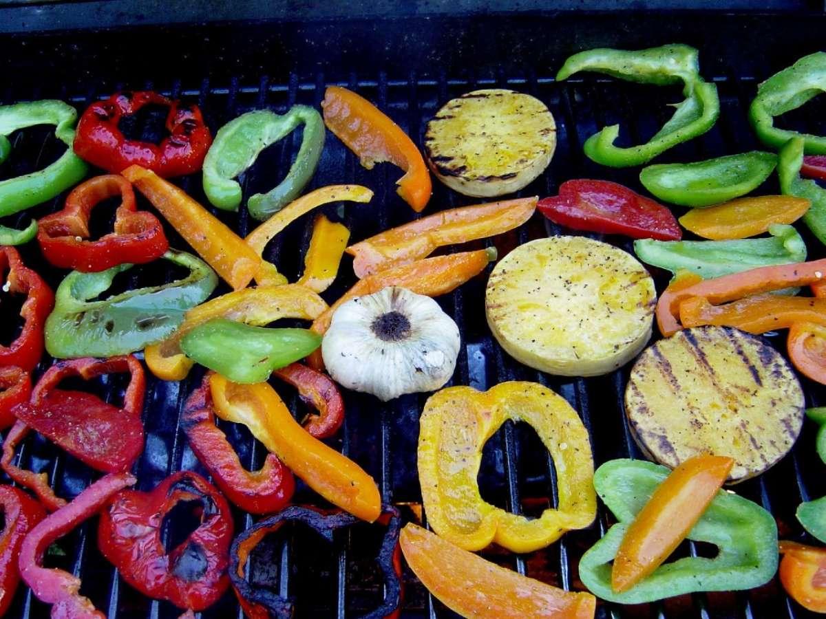 Verdure grigliate per il menu snellente
